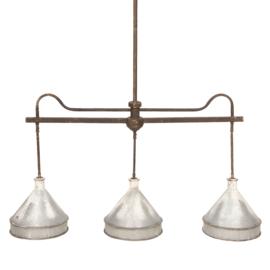 Grote metalen stallamp lamp hanglamp met 3 lichtpunten kappen 104 x 136 x 25 cm grijs bruin metaal landelijk industrieel stoer vintage