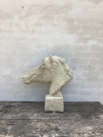 Betonnen paardekop paardenhoofd paard beton beige naturel horse steen tuinbeeld