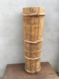 Grote smalle hoge ( vergrijsd ) oud oude houten pot vaas bak paraplubak koker landelijk industrieel stoer hout