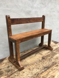 Stoer oud houten bankje bank met rugleuning vintage landelijk industrieel schoolbank schoolbankje naturel hout met rugleuning