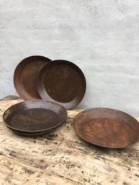 Oude metalen schaal schalen bruin roestbruin bak kom landelijk stoer metaal industrieel oud