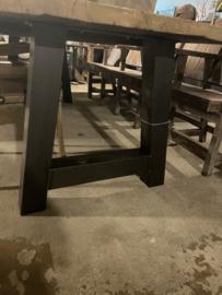 Stoere set tafelpoten onbehandeld ijzer