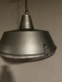 Stoere grijze metalen industriële lamp hanglamp grijs fabriekslamp industrieel landelijk stoer industriële lamp kap metaal
