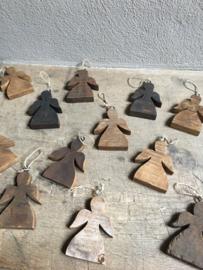 Leuke houten engeltjes engel engeltje kerstengel kerst kerstballen kerstboomversiering decoratie boom kerstboom hangertjes kersthanger hout sloophout stoer landelijk vintage
