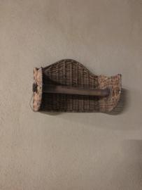 Vergrijsd rotan keukenrolhouder wand muur riet rieten landelijk grijs