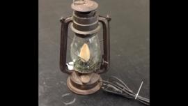 Oud metalen olielampje olielamp omgebouwd tot echt lampje lamp tafellamp Stallamp bedlampje landelijk stoer industrieel zwart vintage