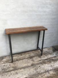 Stoere industriële landelijke schoolbankje sidetable bureau voor metalen onderstel houten blad vintage bruin