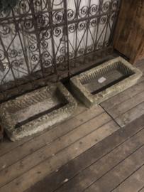 Oude stenen trog wasbak voetbak bloembak voedertrog steen landelijk