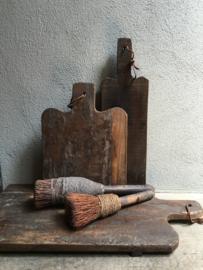 Stoere dikke ronde landelijke oude houten broodplank landelijk stoer rond  snijplank kaasplank