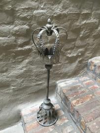 Prachtig grijs zinken ornament kandelaar met kroontje grijs shabby bric-à-brac
