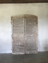 Set van 2 oude grote houten Louvre luiken Luik panelen deuren paneel vergrijsd landelijk stoer grijs