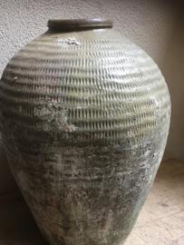 Oude grote kruik olijfkruik olijfpot olijfoliepot oude vaas pot klein khaki legergroen landelijk oud