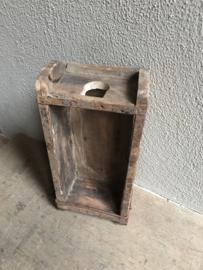 Oud houten mal baksteenmal om wijnfles in te zetten wijnfleshouder fleshouder landelijk stoer industrieel