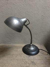 Stoer metalen lampje bedlampje tafellampje buro bureau grijs leeslampje industrieel vintage landelijk industriële