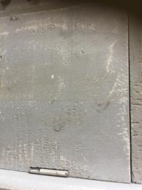Landelijke grijs houten wandrek wandkapstok wandrekje wandkast wandkastje schap rek landelijk stoer brocant kastje