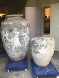 Mega grote oude stenen olijfkruik kruik pot vaas 90 cm hoog landelijk sober stoer groot