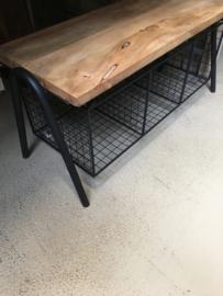 Stoer zwart industrieel bankje bank met ijzeren opbergmanden halbank halbankje landelijk metaal hout ongeveer 101 cm