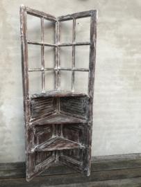 Hele stoere oud houten kast schap rek hoekkast corner landelijk industrieel vintage Ibiza stijl wit whitewash stoer