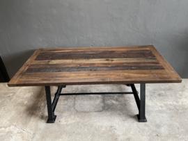 Stoere industriële tafel eettafel dining table zwart Gietijzer gietijzeren onderstel met houten blad 180 x 90 x H76 cm