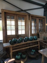 Set van 2 grote dubbele oud Houten deuren in kozijn hout robuust poort poorten