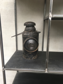 Stoere oude metalen scheepslamp scheepslampen spoorweglamp lantaarn olielamp kandelaar industrieel stoer metaal oud landelijk
