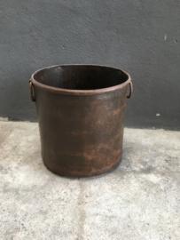 Oude bruine metalen bak bloembak pot ketel landelijk stoer industrieel vintage met ringen urban 29 x 28 cm