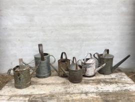 Oude metalen zinken gieter gieters gietertje tuin brocant landelijk stoer industrieel vintage