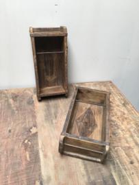 Oude houten mal baksteenmal omgebouwd tot toiletrolhouder wcrolhouder industrieel vintage landelijk doorleefd hout houten toiletpapierhouder landelijk stoer hout houten