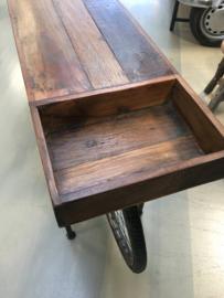 Hele gave metalen vintage industriële Sidetable gemaakt van een oude fiets met oud houten blad werkbank toonbank bijzettafel sideboard bike  zwart grijs