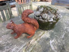Gietijzeren eekhoorn landelijk brocant roest gietijzer beeld beeldje eekhoorntje tuinornament bos