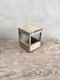 Klein vergrijsd houten vogelkooitje nesthokje leg broed hokje kooitje kanariekooitje brocant landelijk