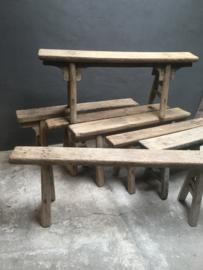 Oud Chinees houten bankje India assorti ruim assortiment olmenhout olmwood elmwood landelijk stoer grove nerf grof bank sidetable vergrijsd oud hout