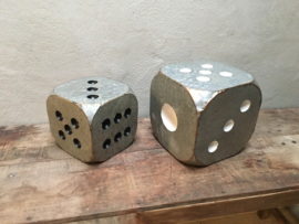 Grote metalen dobbelsteen grijs zwart 20 x 20 x 20 cm