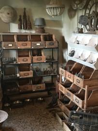 Stoere oud houten bak gruttersbak schap box la lade schuifbak schuifla tijdschriftenbak ordner landelijk stoer robuust industrieel  hout