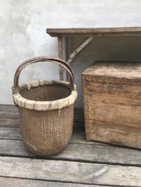 Prachtige stoere oude vergrijsde mand plukmand Appelmand vergrijsd stoer robuust landelijk lectuurbak aardappelmand