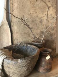Oude grote robuust vergrijsd doorleefd houten schaal bak kom vijzel landelijk doorleefd geleefd hout stoer hout