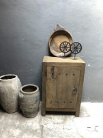 Oud stoer houten kastje kast dressoir 1 deurs deur deurtje 60cm landelijk oud beslag ringen industrieel wastafelmeubel