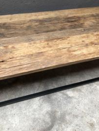( Vergrijsd ) houten railway truckwood Salontafel lounge met zwart metalen onderstel landelijk stoer vintage 125 x 55 x H41 cm