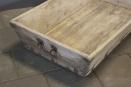 Mega grote oude houten meelbak trog voederbak voedertrog mangelbak hondenmand met oud beslag handvaten bak schaal landelijk industrieel vintage oud hout