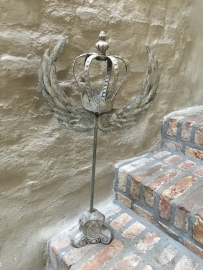 Prachtig grijs zinken ornament kandelaar met kroontje en vleugels grijs shabby bric-à-brac