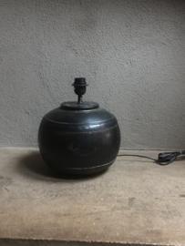 Metalen tafellamp kruiklamp pot klein metaal grijs bruinzwart landelijk industrieel vintage bol