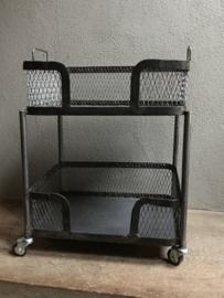 Stoere metalen trolley keukentrolley bakkersrek serveer kar karretje wagen wagentje theewagentje industrieel landelijk stoer vintage Brocant etagère draadmand