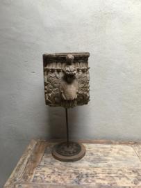 Groot Oud vergrijsd houten ornament op statief voet landelijk stoer grijs hout