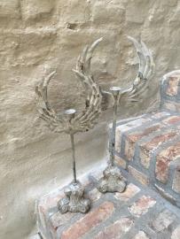 Metalen ornament kandelaar op voet met vleugels 55 cm  grijs beige