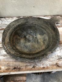 Grote oude marmeren hardstenen schaal bak geleefd robuust doorleefd grijs zwart stoer
