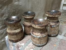 Oude houten kandelaar pot potje kruik kruikje stompkaars hout Nepal  baluster ornament