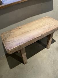 Stoere kruk oud houten bankje robuuste kruk landelijk robuust 83 cm heel dik doorleefd  blad