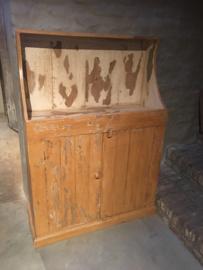 Stoer oud houten kast kastje boerenkast keukenkast landelijk boeren stoer vintage sleets