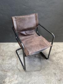 Stoere metalen leren eetkamerstoel stoel stoelen eetkamerstoelen industrieel stoer landelijk bruin leer metaal