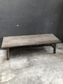 Prachtige oude vergrijsd houten tafel salontafel bijzettafel landelijk stoer vergrijsd hout houten tafel